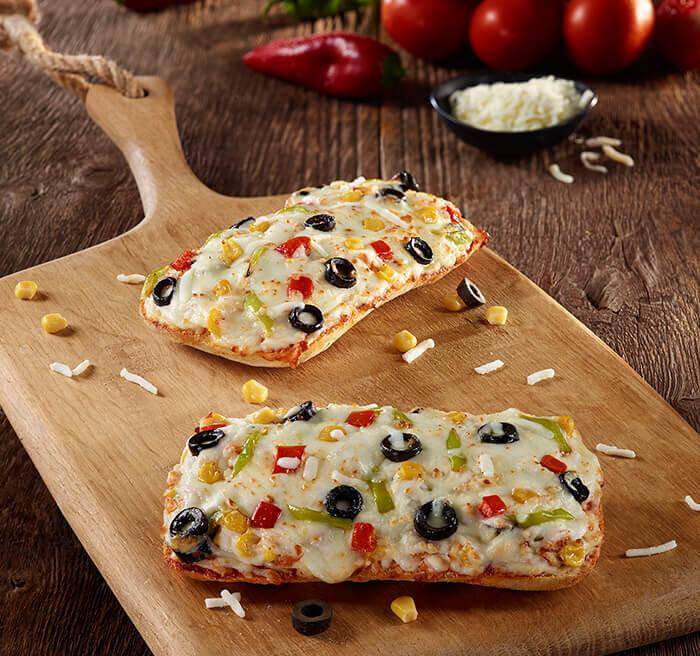 Sebzeli Ciabatta Pizza